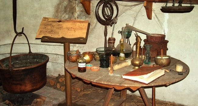 Alkemija kao drevna vještina preobrazbe neplemenitih metala u plemenite